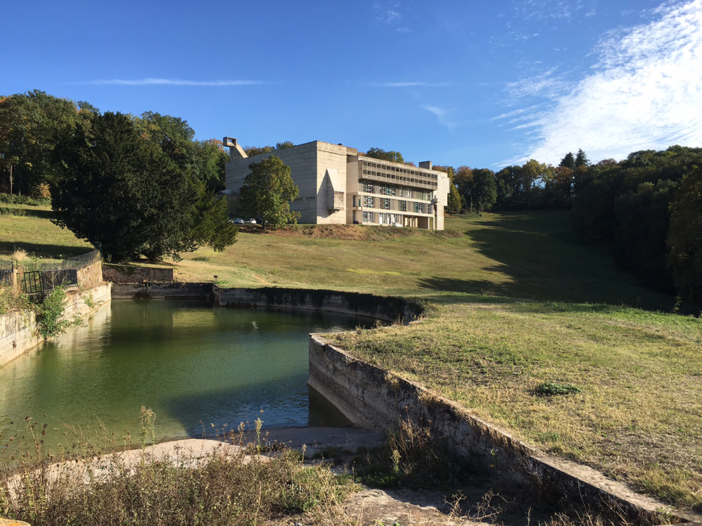 The Convent de la Tourette from a lower elevation, and there is a waterway in the picture.