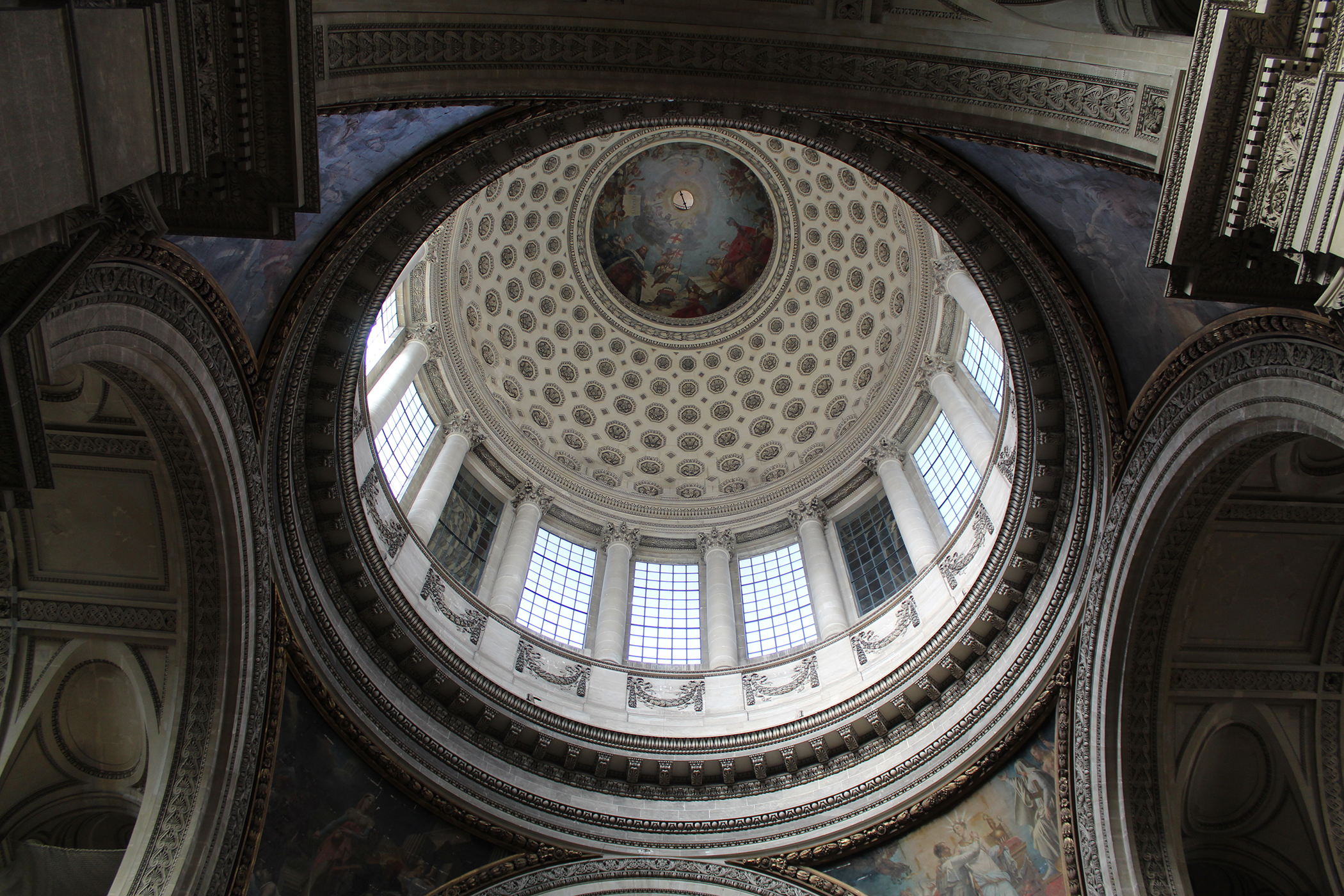 A picture of the oculus of the Panthéon.